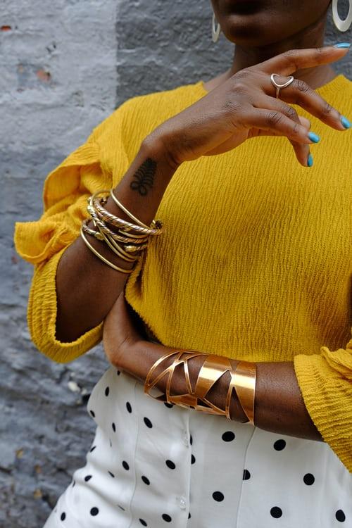 Красивые женские браслеты на руках